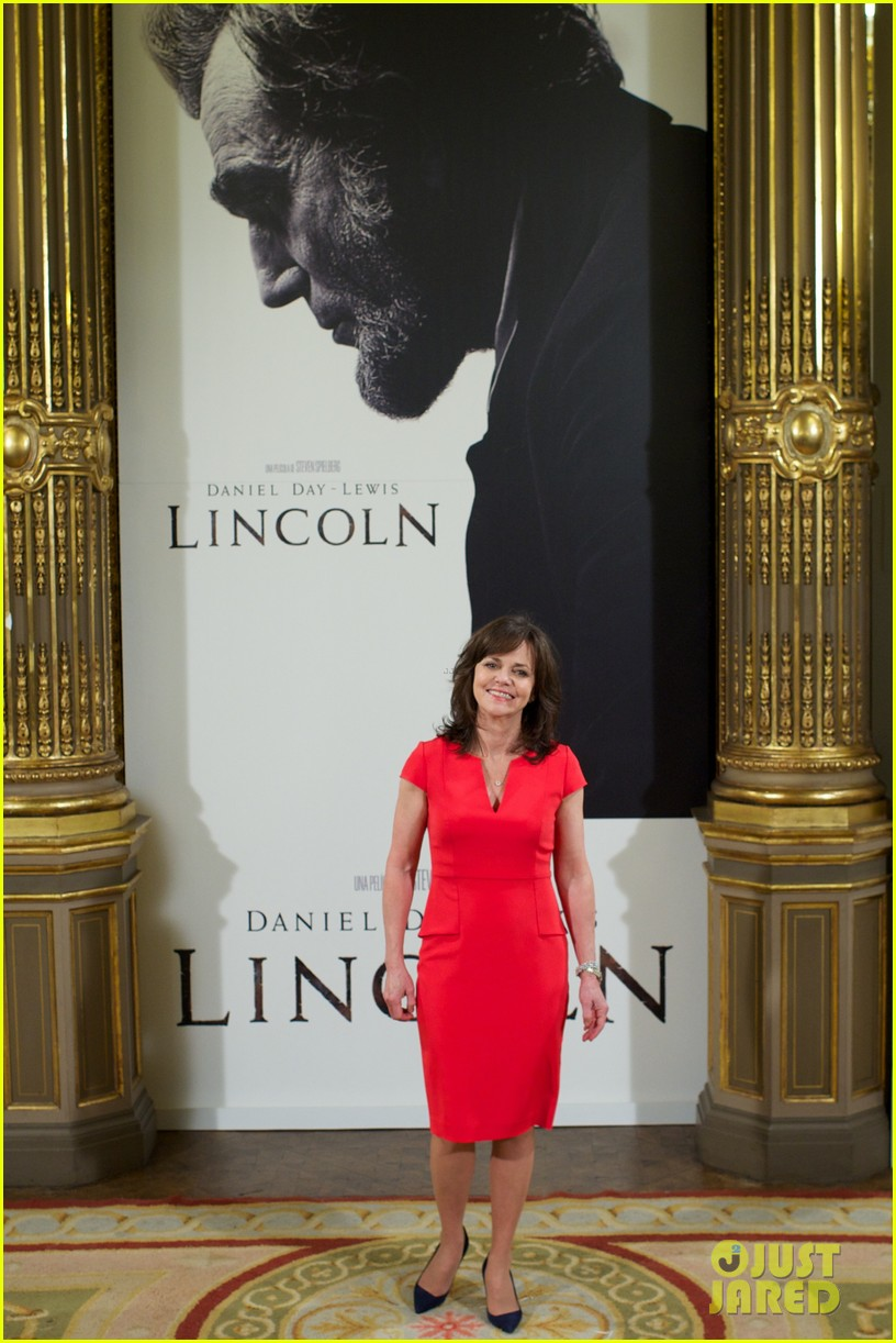daniel day lewis promotes lincoln after golden globe win 21