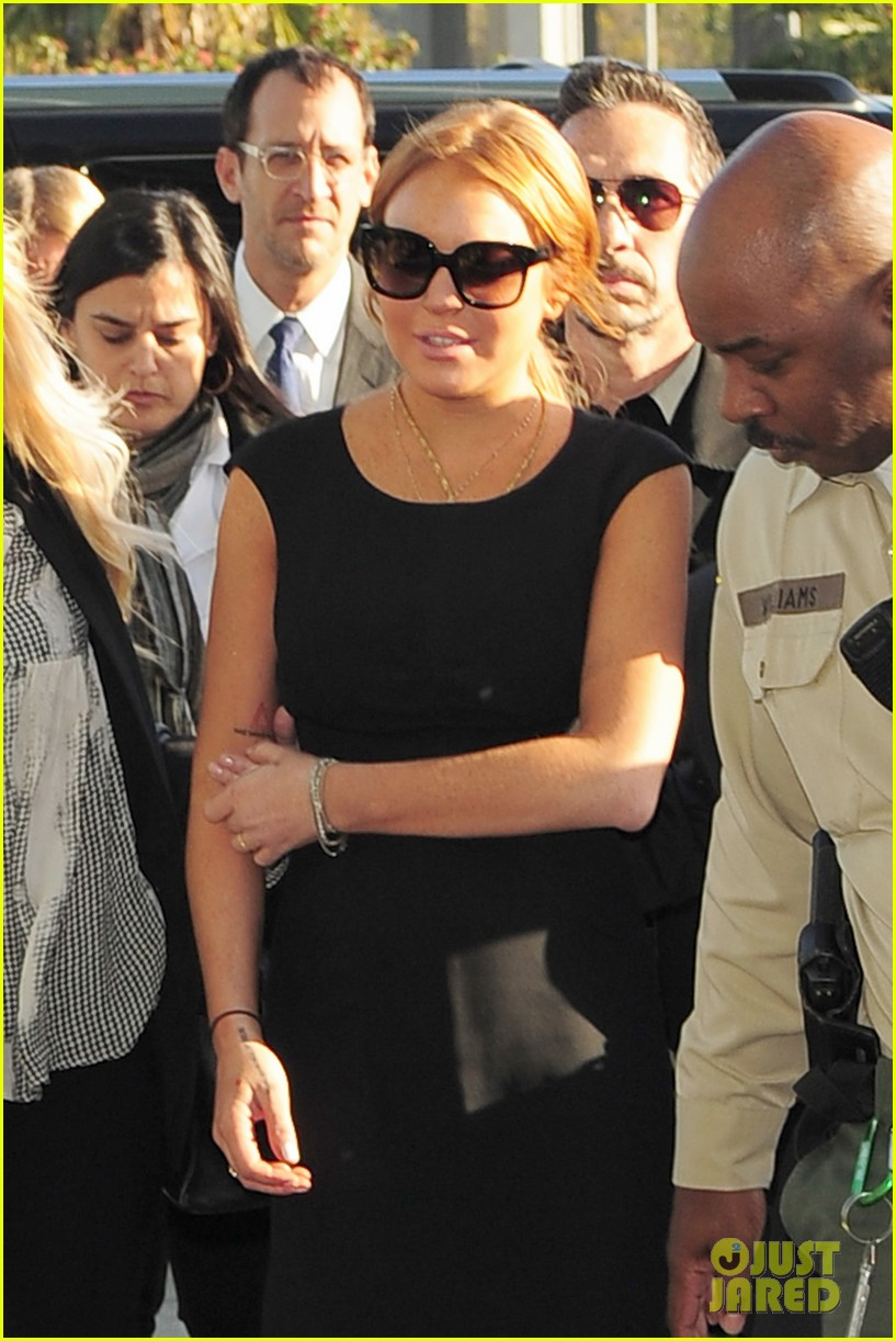 lindsay lohan arrives in court avoids jail time 022801364