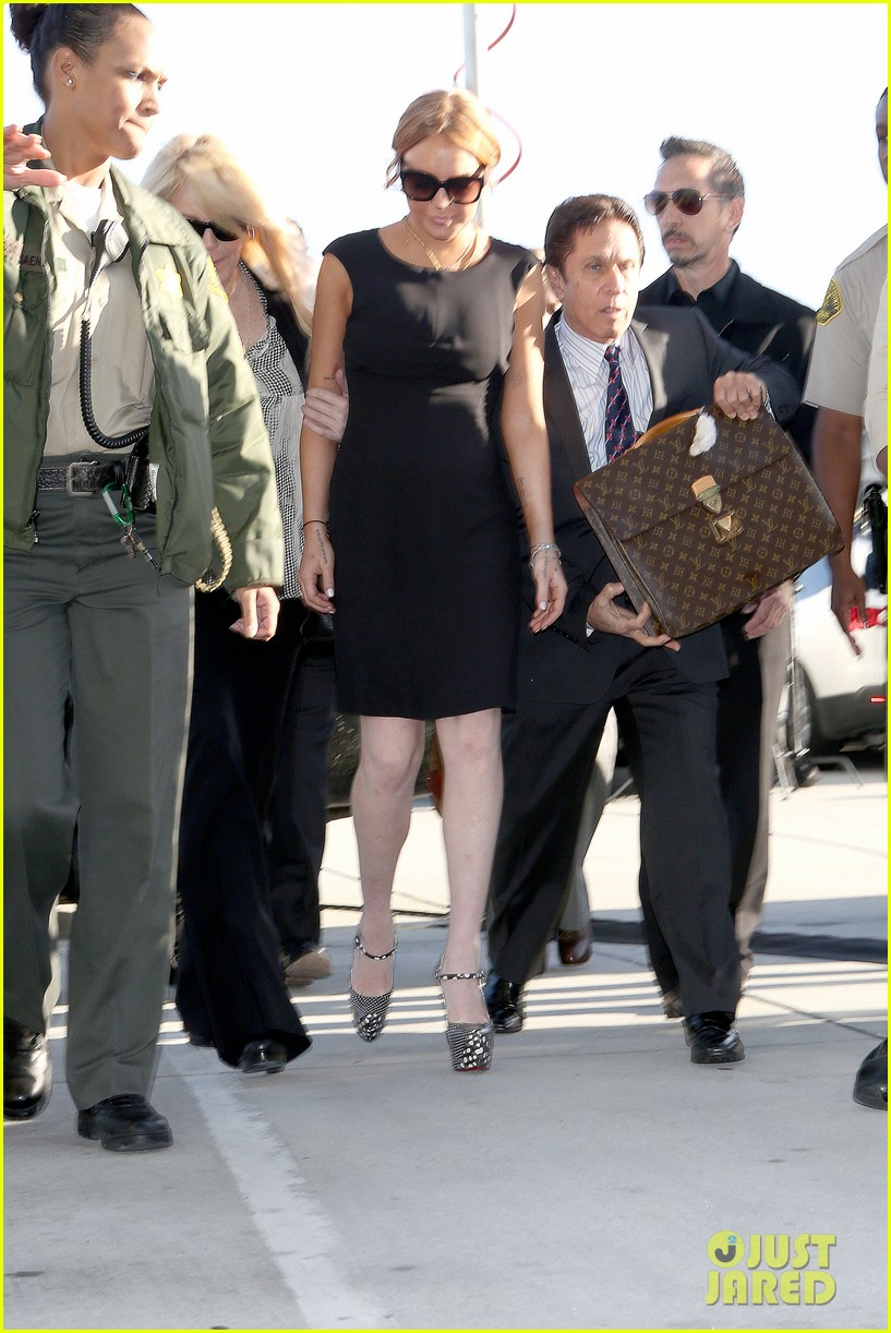 lindsay lohan arrives in court avoids jail time 092801371