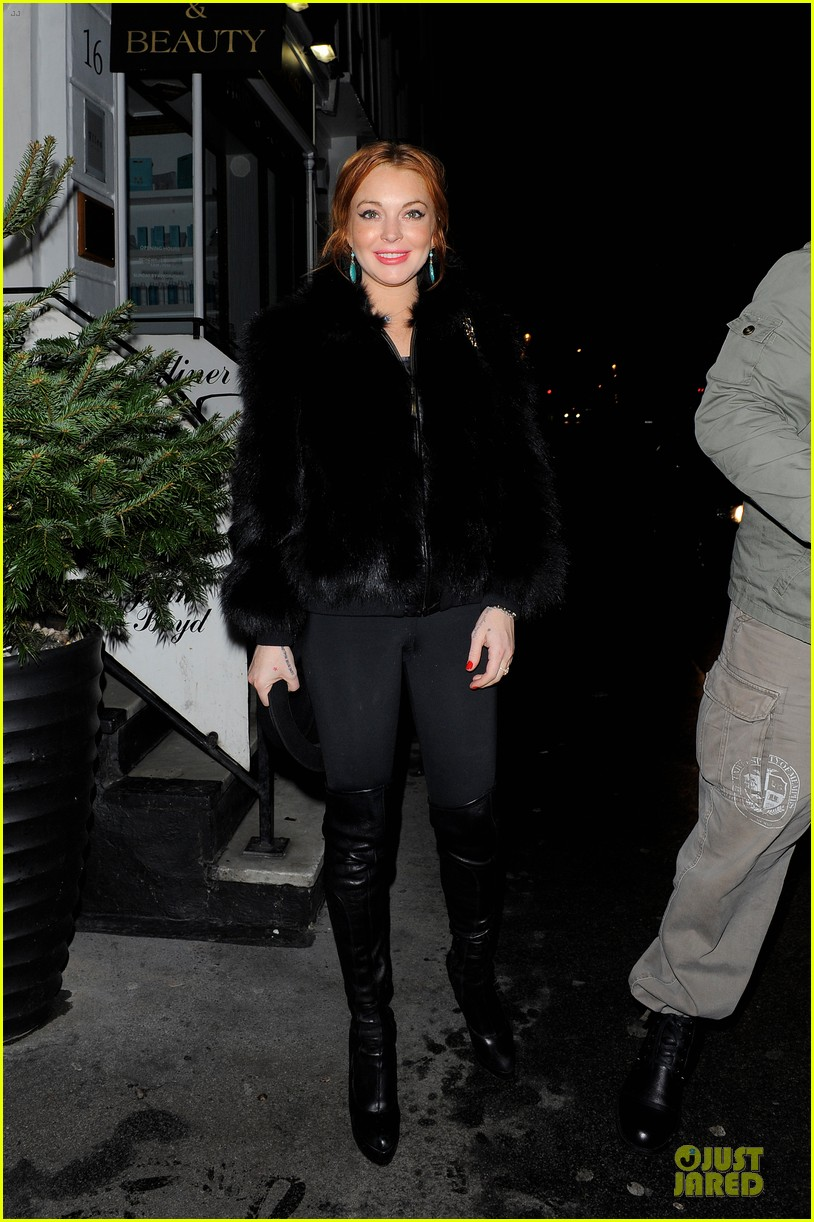 lindsay lohan nazomi restaurant dinner with pals 05