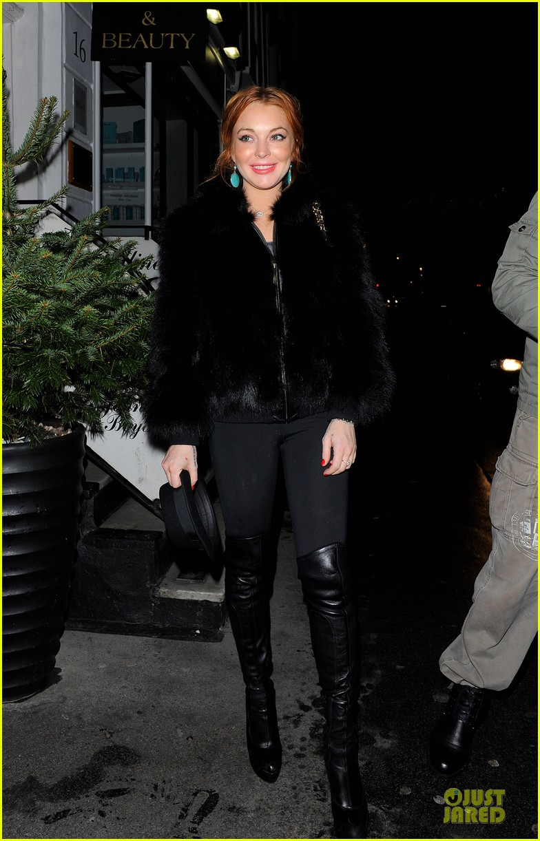 lindsay lohan nazomi restaurant dinner with pals 07