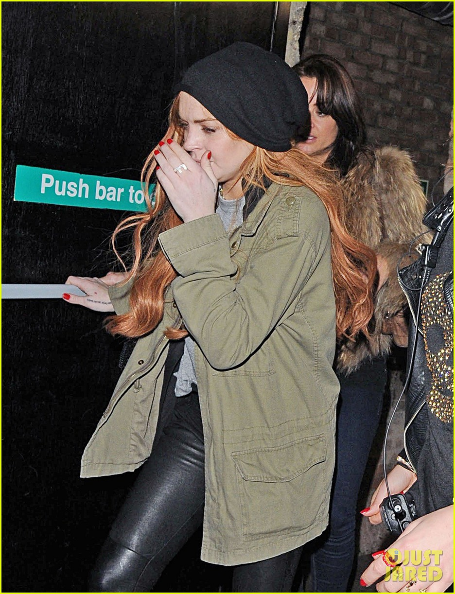 lindsay lohan rose club covert departure 02