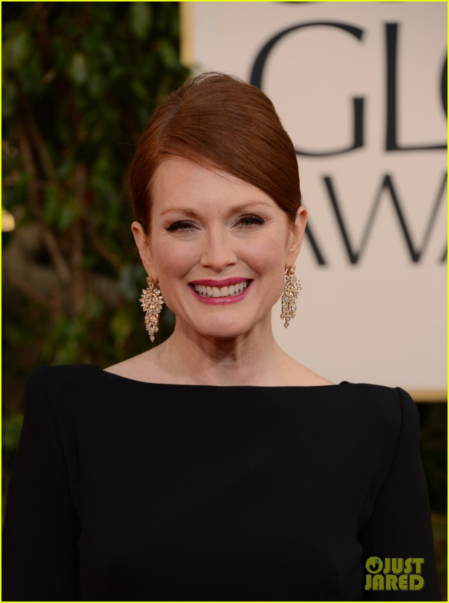 julianne moore ferguson golden globes 2013 red carpet 122791616