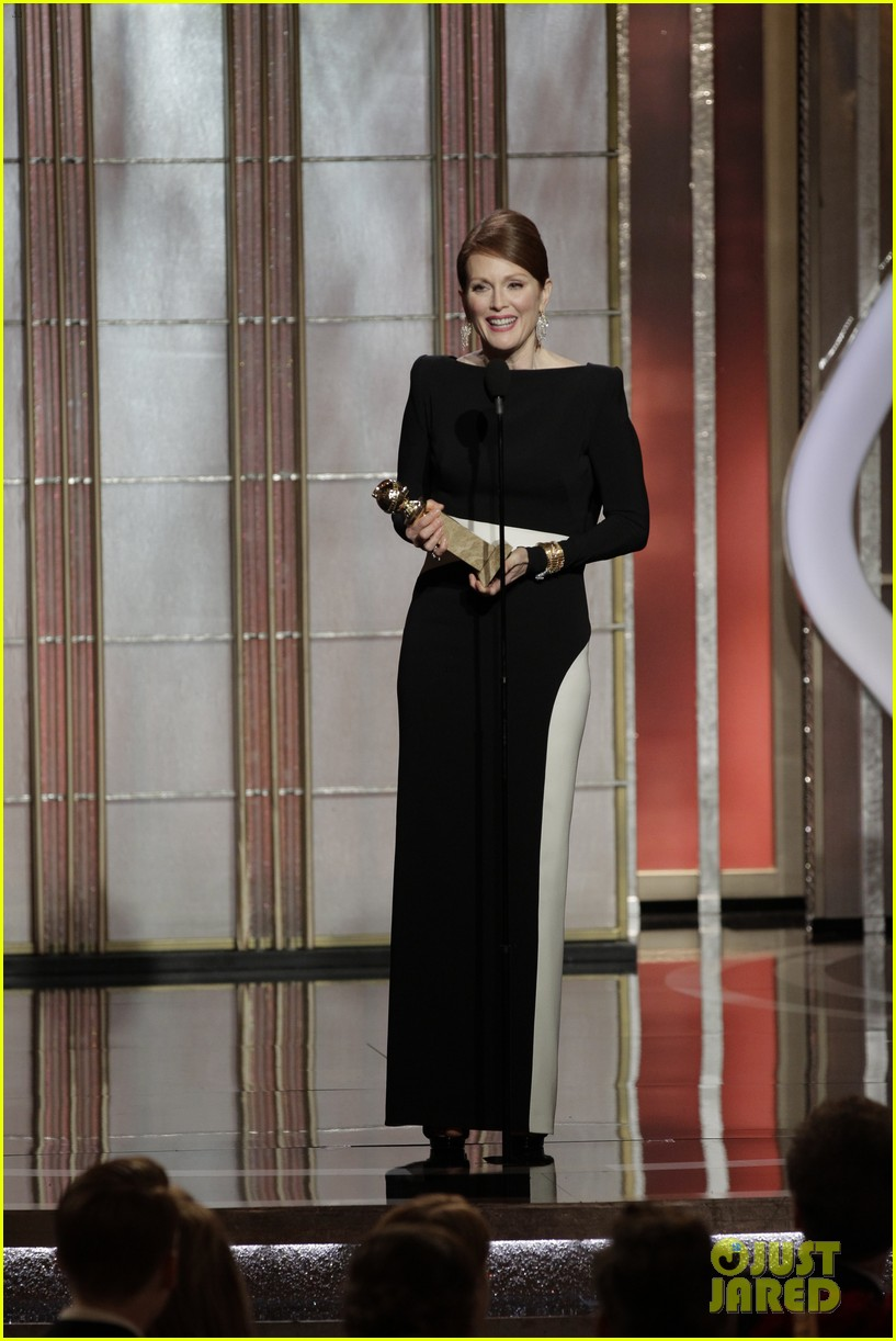 julianne moore ferguson golden globes 2013 red carpet 14