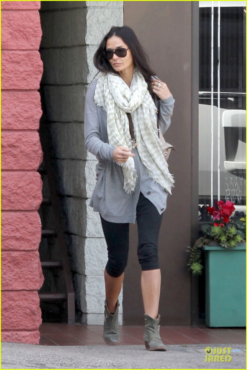 demi moore sherman oaks workout woman 05