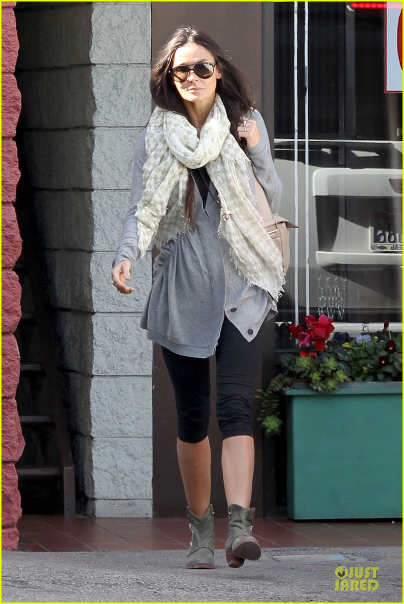 demi moore sherman oaks workout woman 14