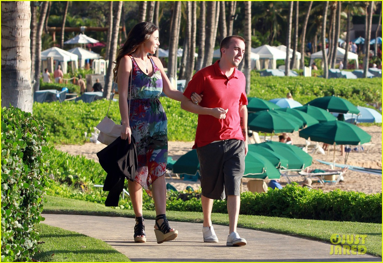 frankie muniz hawaiin vacation with elycia marie 052798556