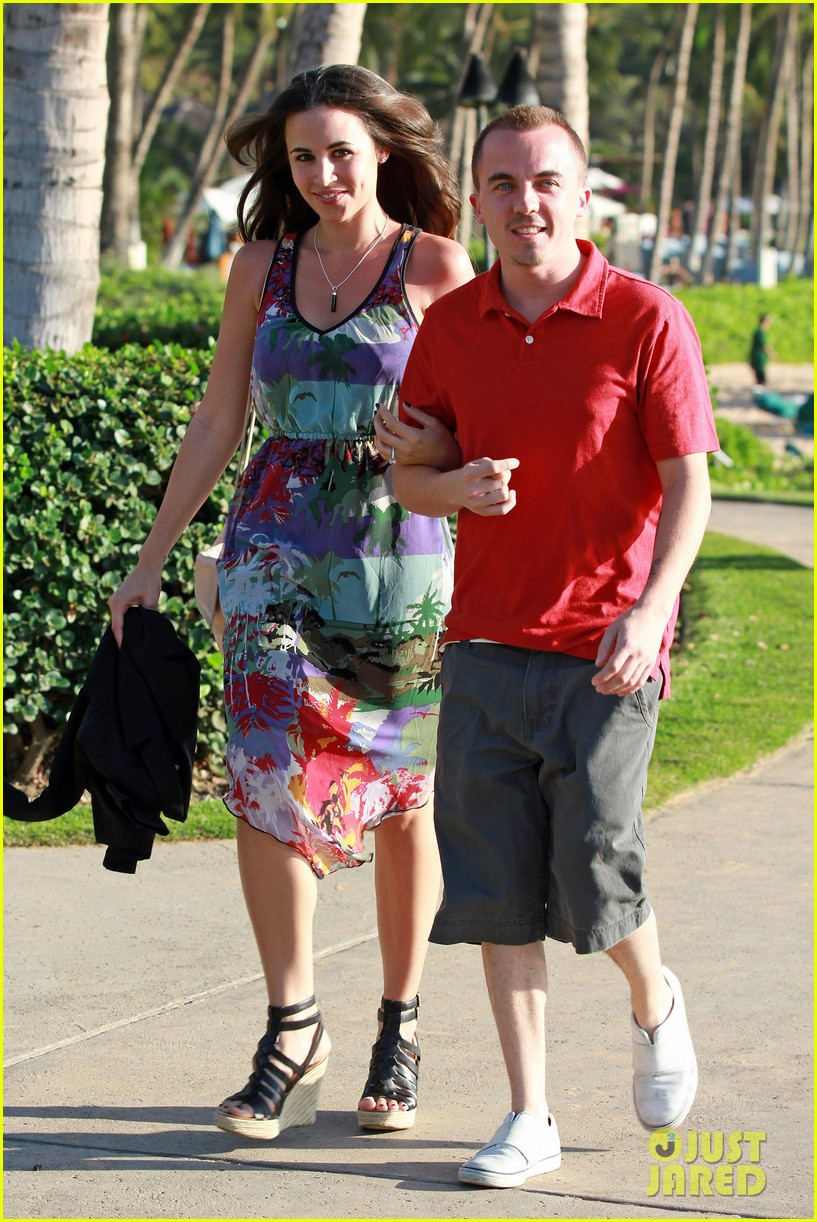 frankie muniz hawaiin vacation with elycia marie 07