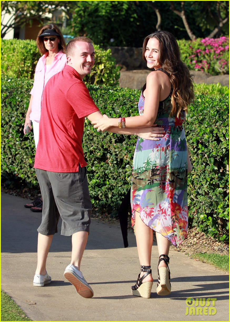 frankie muniz hawaiin vacation with elycia marie 132798564