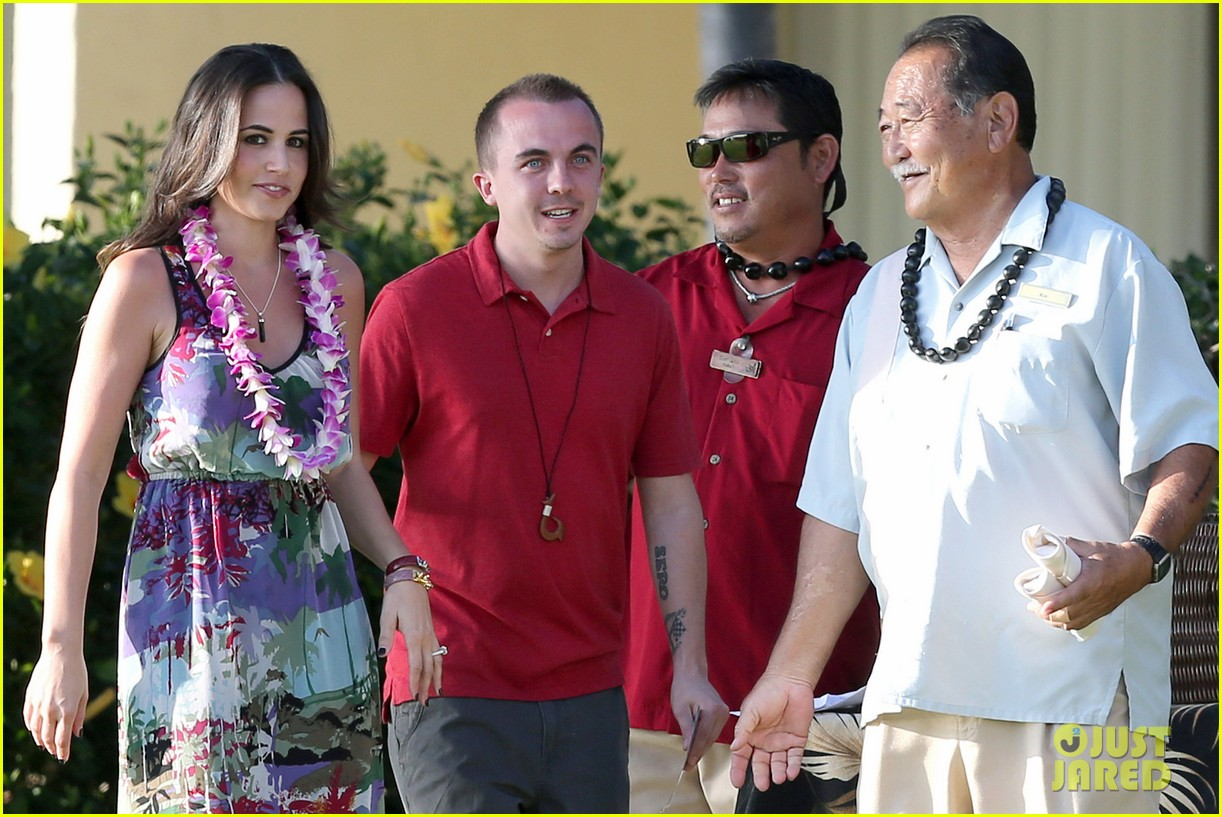 frankie muniz hawaiin vacation with elycia marie 222798573