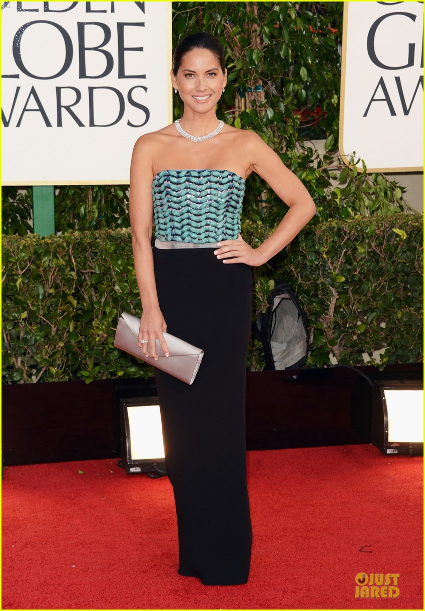 olivia munn golden globes 2013 red carpet 01