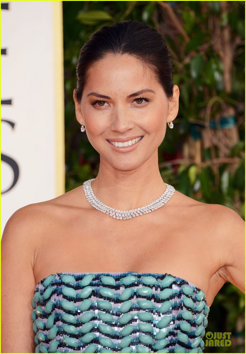 olivia munn golden globes 2013 red carpet 02