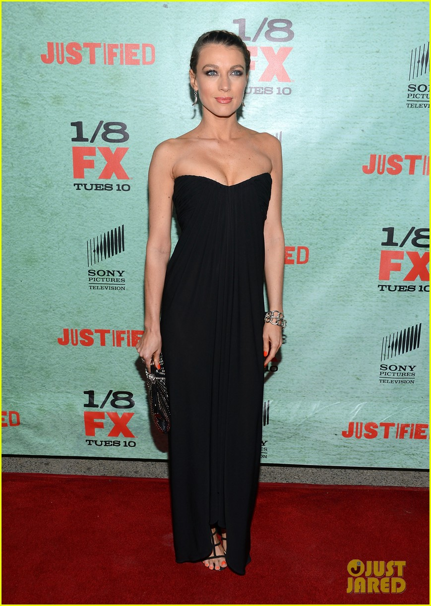 timothy olyphant joelle carter justified season four premiere 07