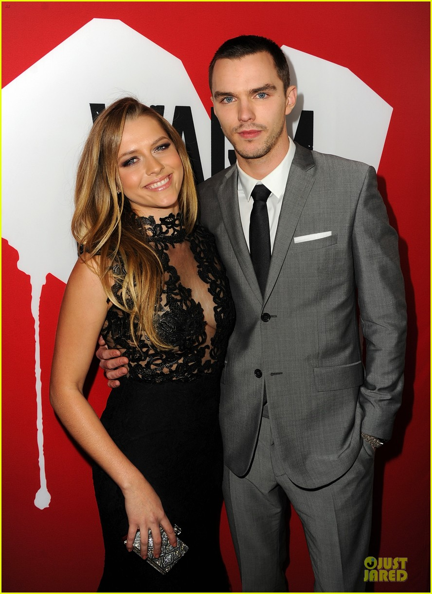 teresa palmer nicholas hoult warm bodies hollywood premiere 02