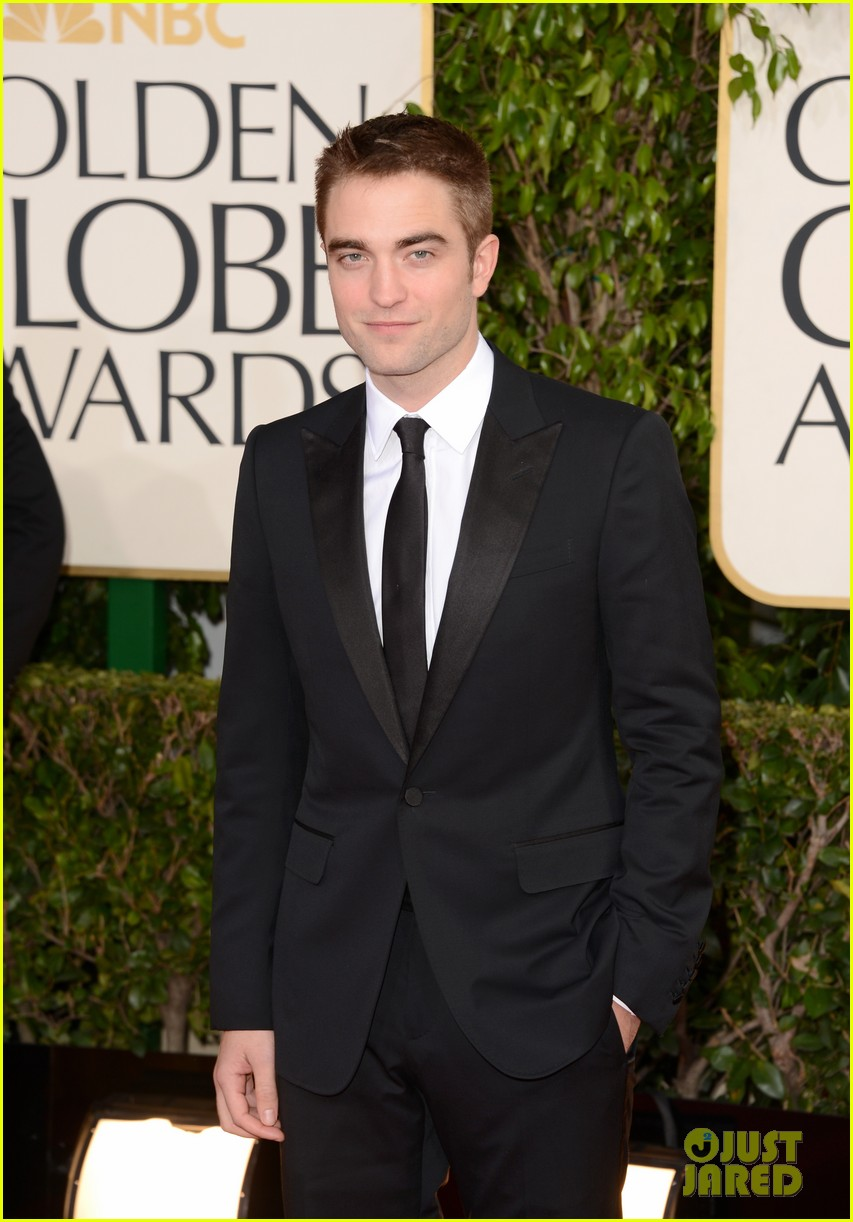 robert pattinson golden globes 2013 red carpet 03