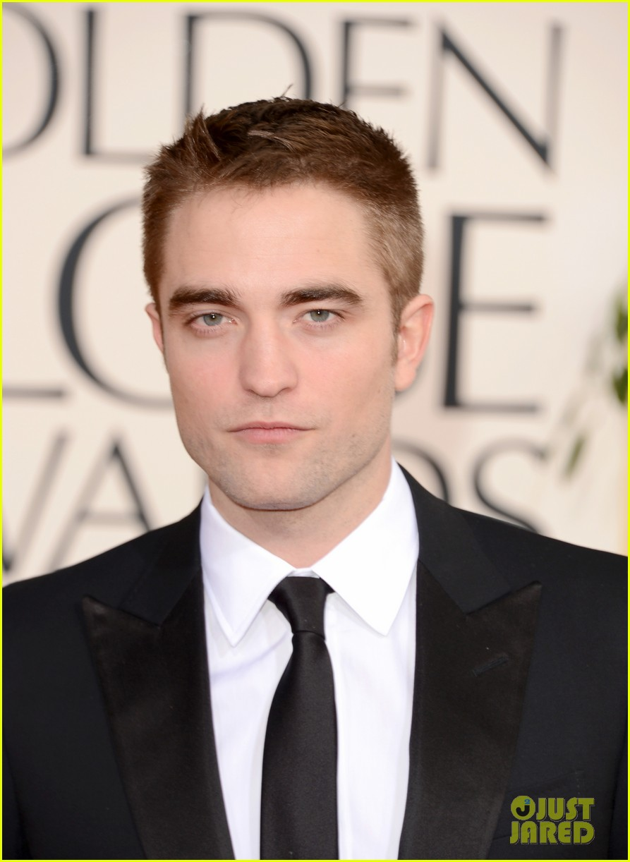 robert pattinson golden globes 2013 red carpet 04