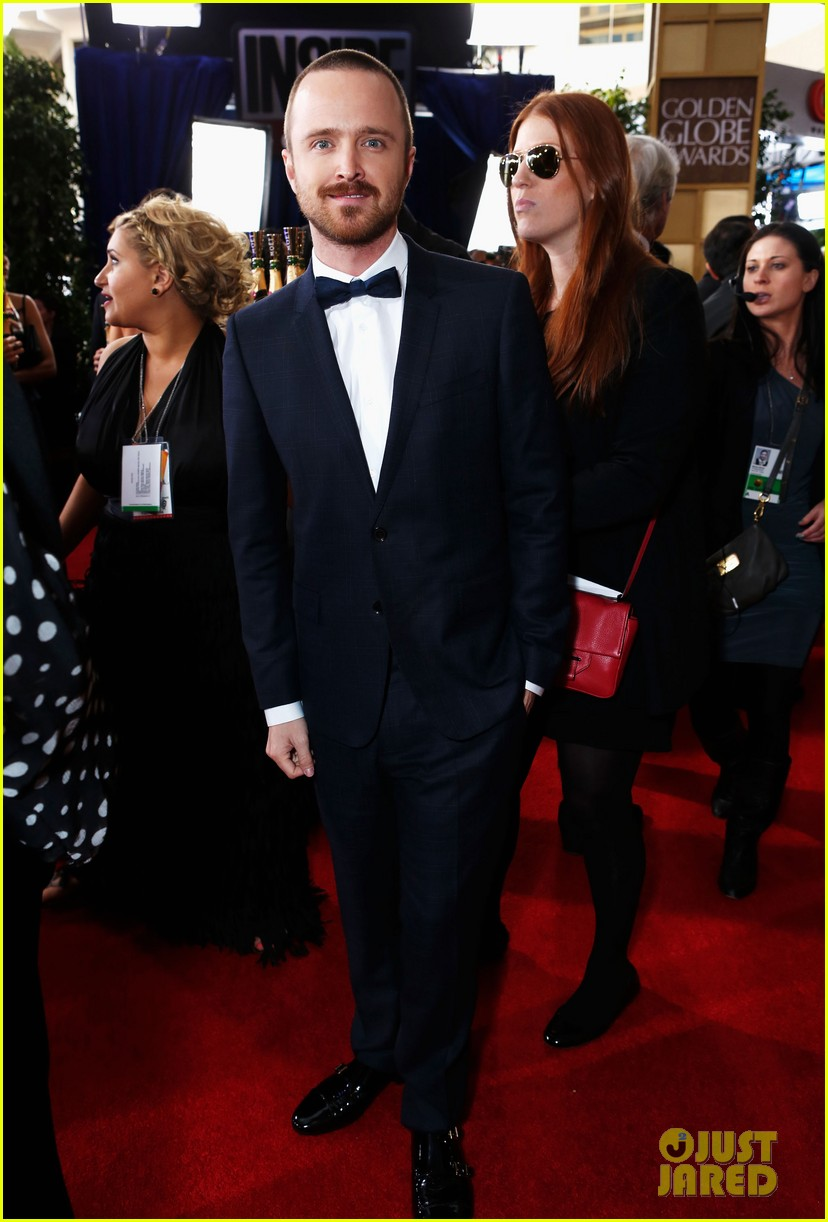 aaron paul bryan cranston golden globes 2013 red carpet 01