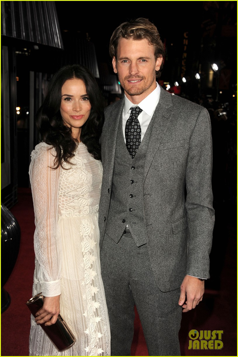 abigail spencer josh pence gangster squad premiere pair 09