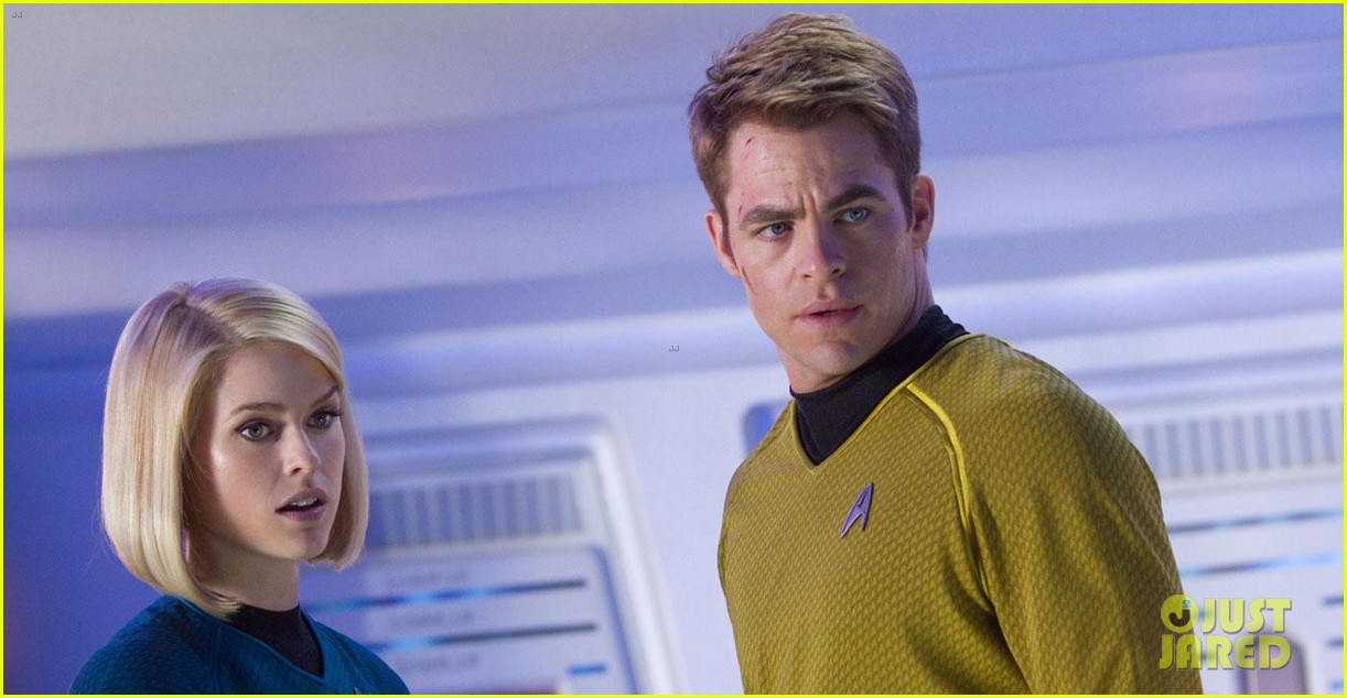 chris pine new star trek into darkness stills 01