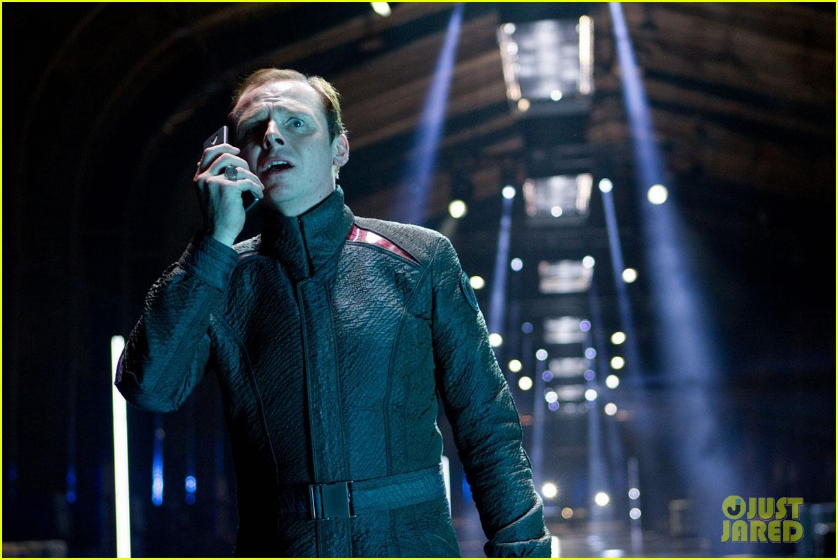 chris pine new star trek into darkness stills 07
