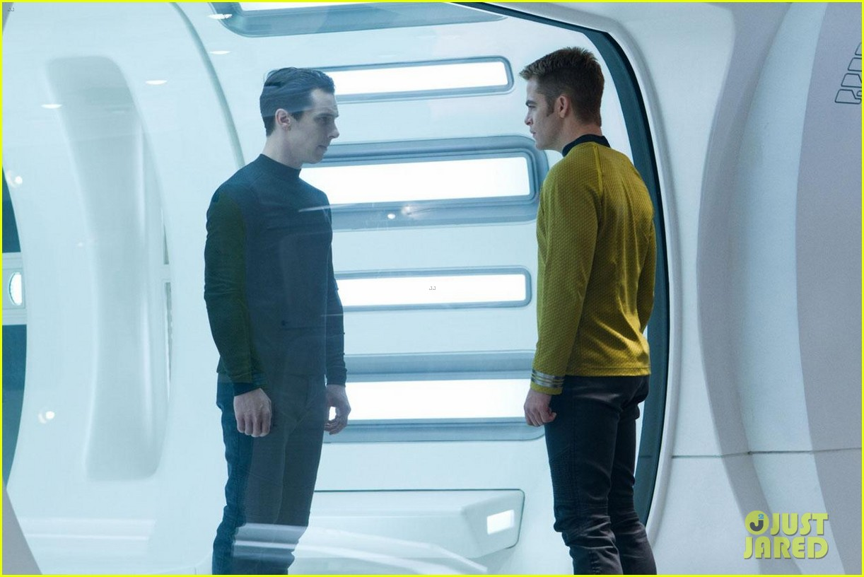 chris pine new star trek into darkness stills 10