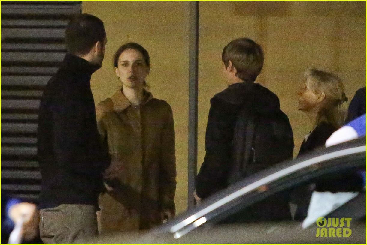 natalie portman runs errands after date night 052796367
