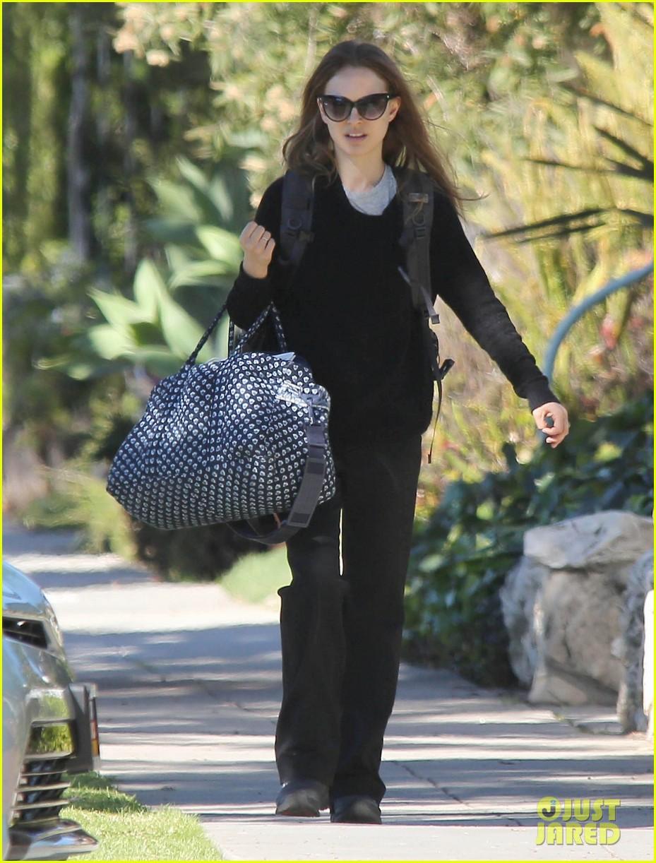 natalie portman runs errands after date night 10