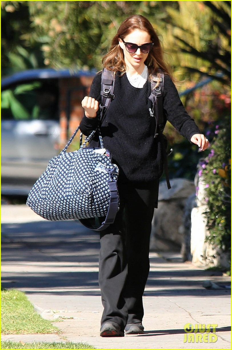 natalie portman runs errands after date night 122796374