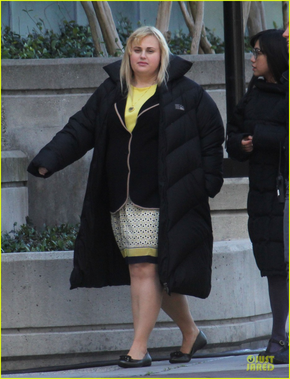 rebel wilson super fun night set 02