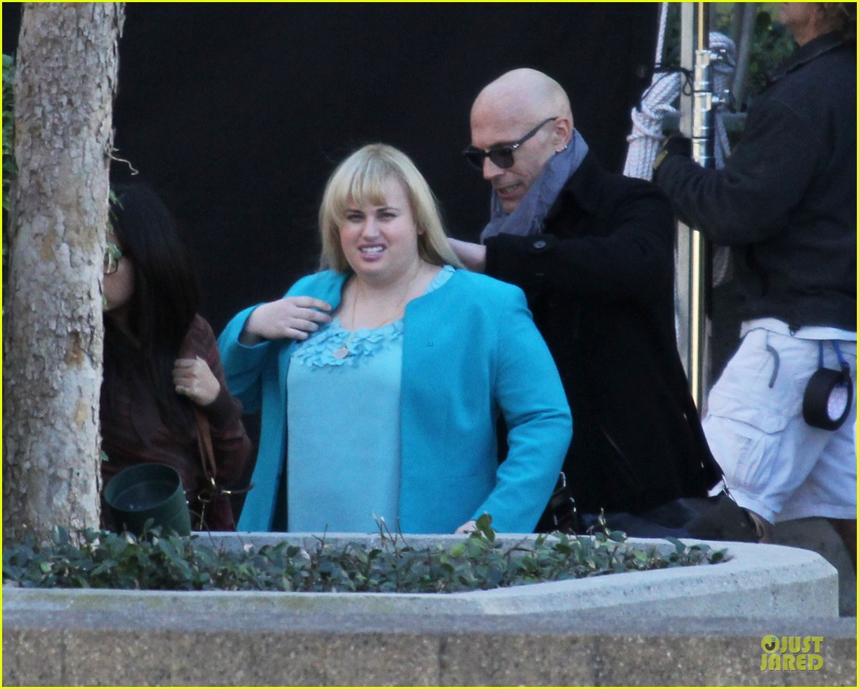 rebel wilson super fun night set 04