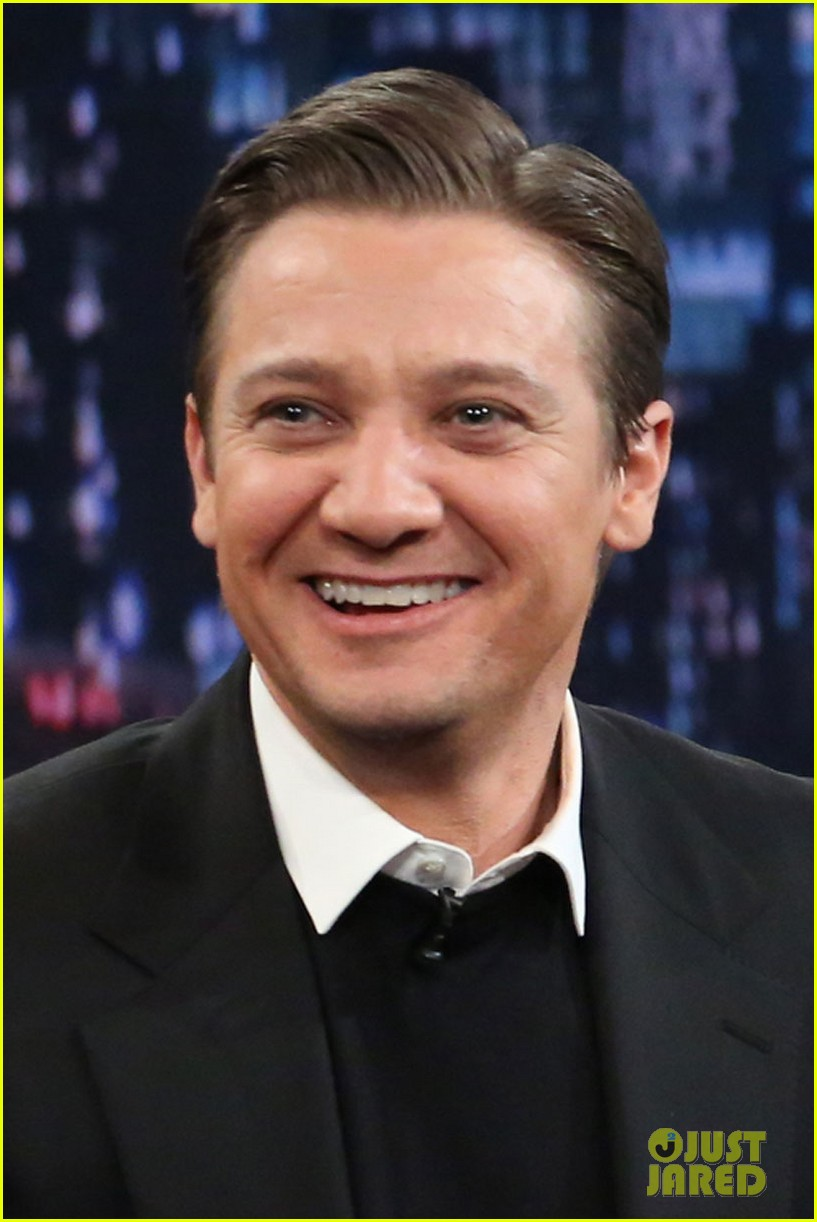 jeremy renner fallon appearance after baby news 01