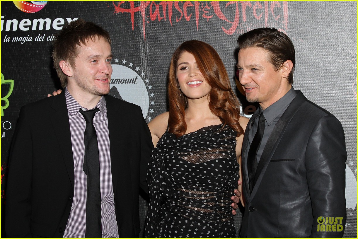 jeremy renner & gemma arterton hansel and gretel witch hunters mexican premiere 06