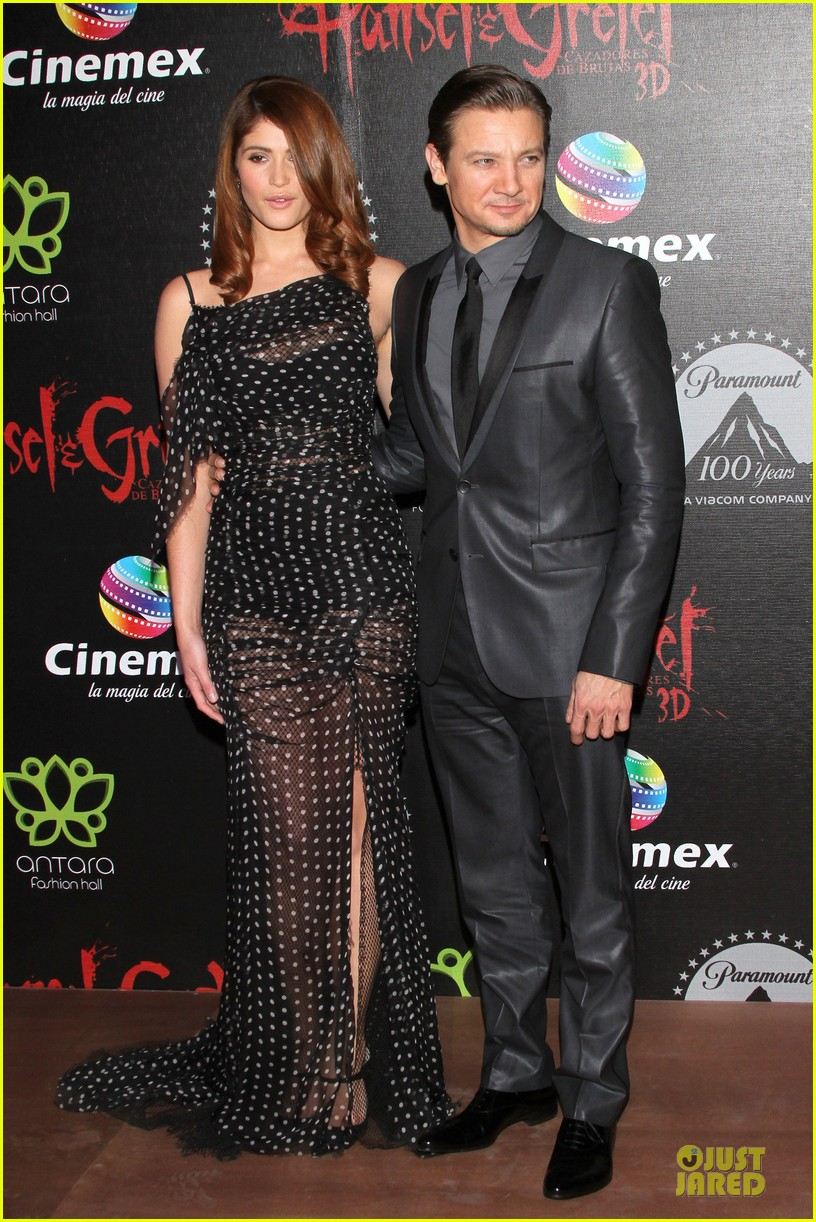 jeremy renner & gemma arterton hansel and gretel witch hunters mexican premiere 15