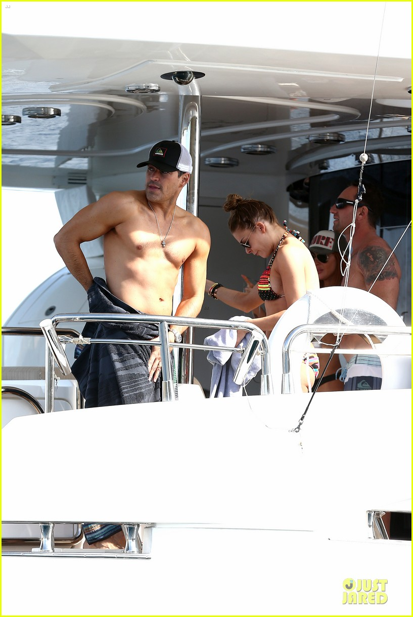 leann rimes bikini kissing with shirtless eddie cibrian 15