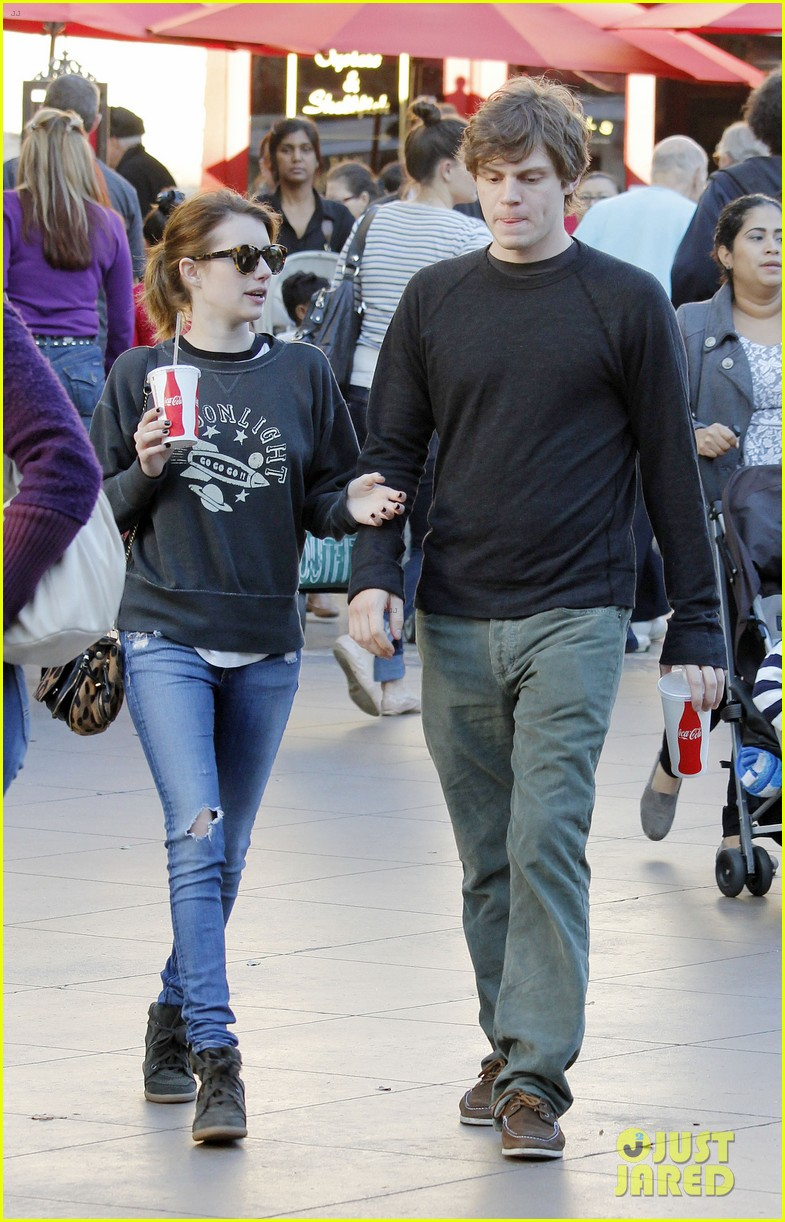 emma roberts evan peters the grove couple 06