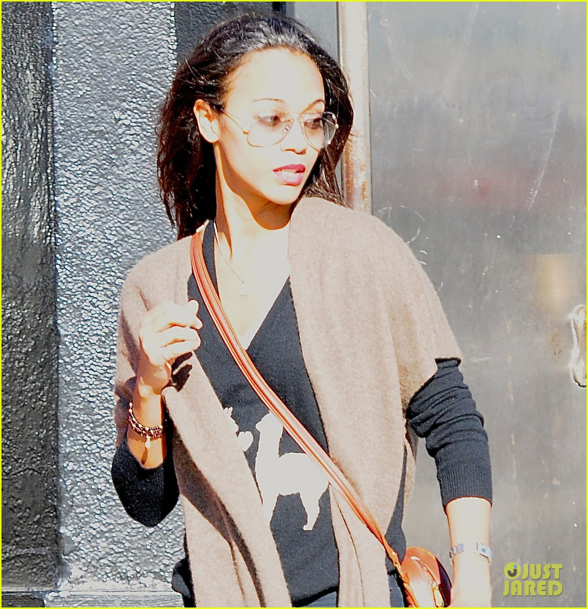 zoe saldana saturday stop roxy 04