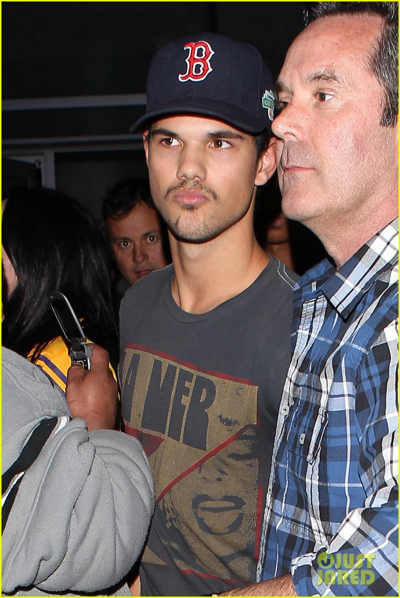 patrick schwazenegger taylor lautner lakers game guys 05