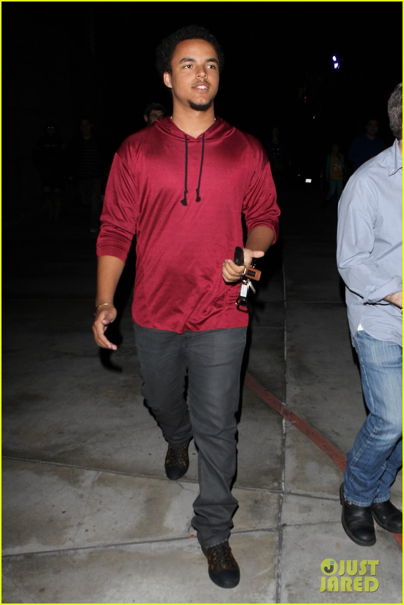 patrick schwazenegger taylor lautner lakers game guys 13