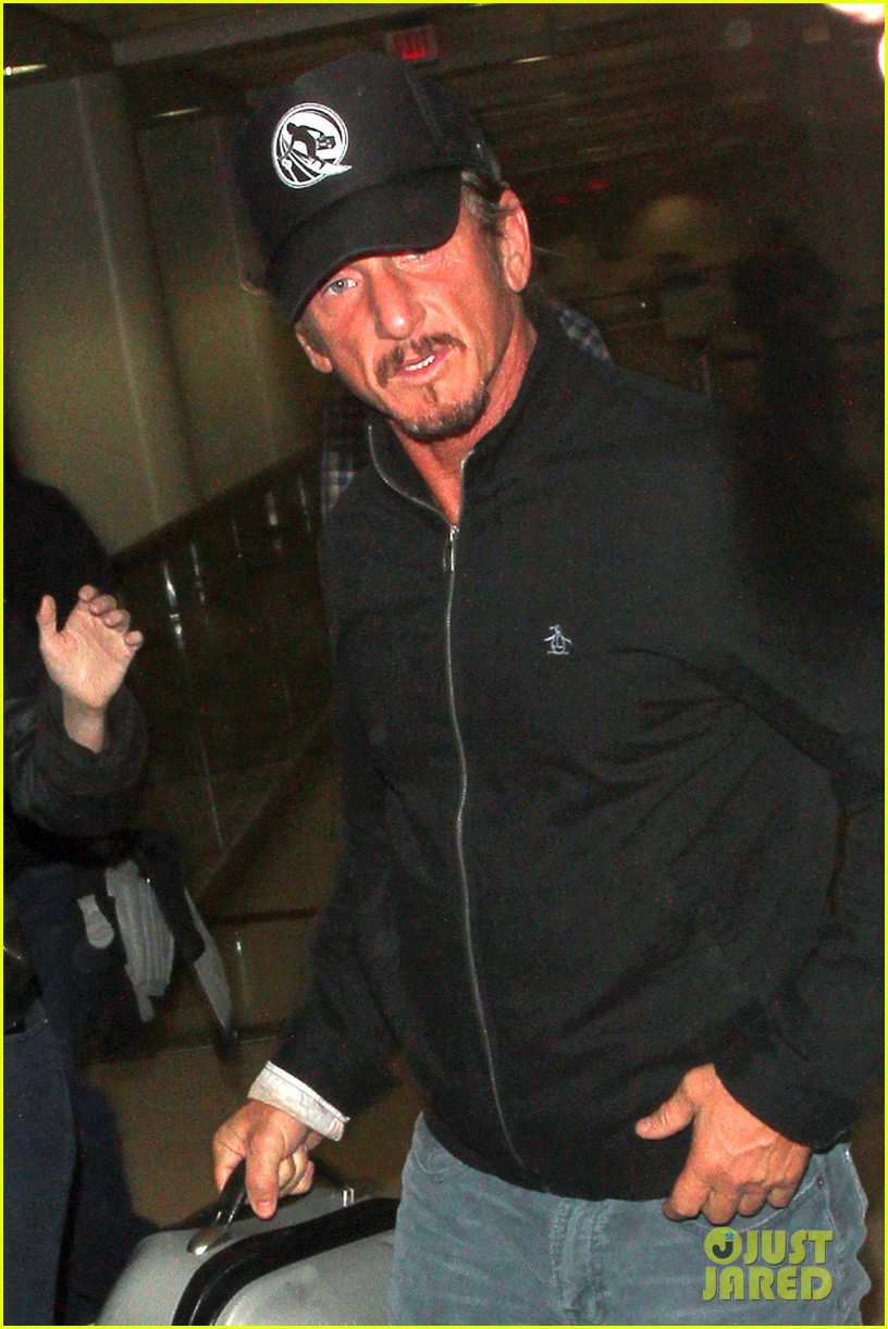 sean penn shirtless buff beach body 042783886