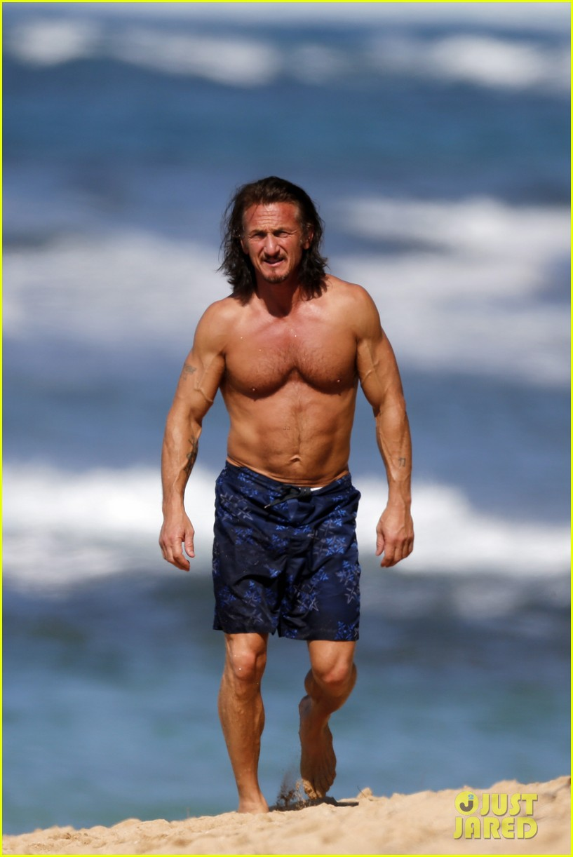 sean penn shirtless buff beach body 05