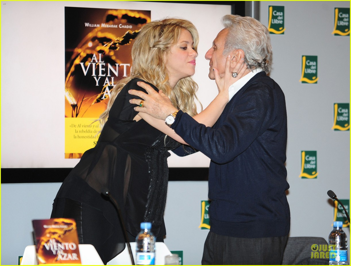 shakira gerard pique the wind and random book presentation 24