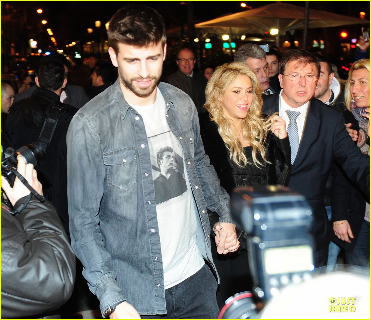 shakira gerard pique the wind and random book presentation 28