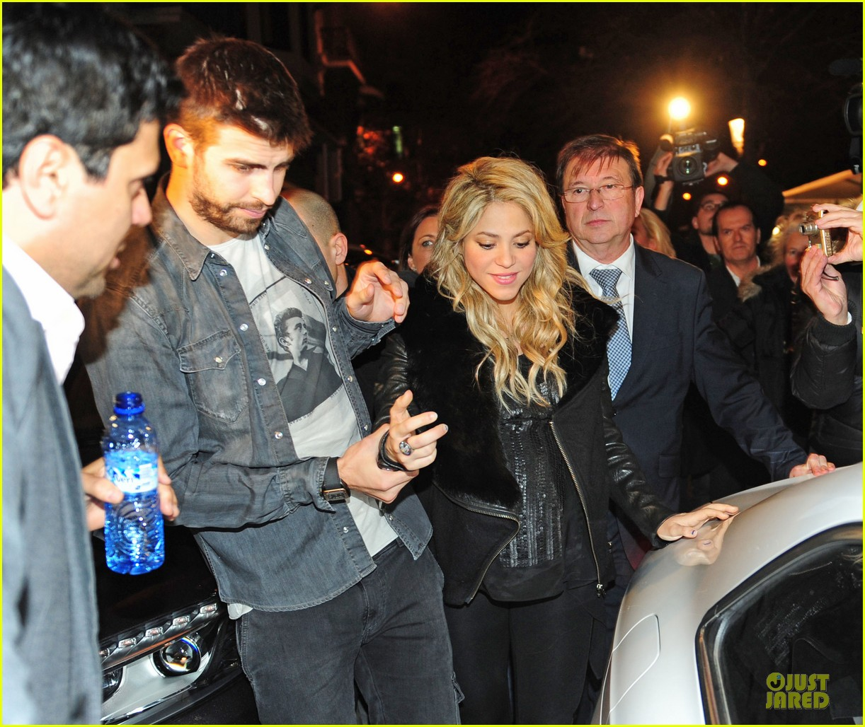 shakira gerard pique the wind and random book presentation 29