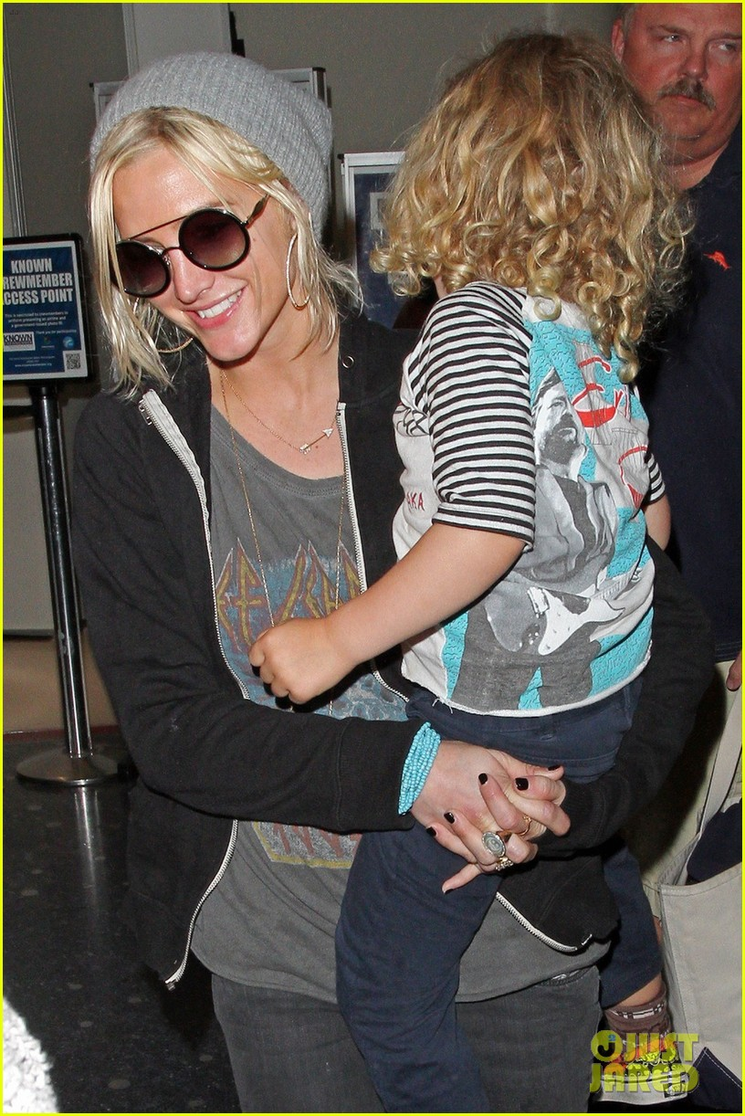 ashlee simpson hawaii depature with bronx 032783822