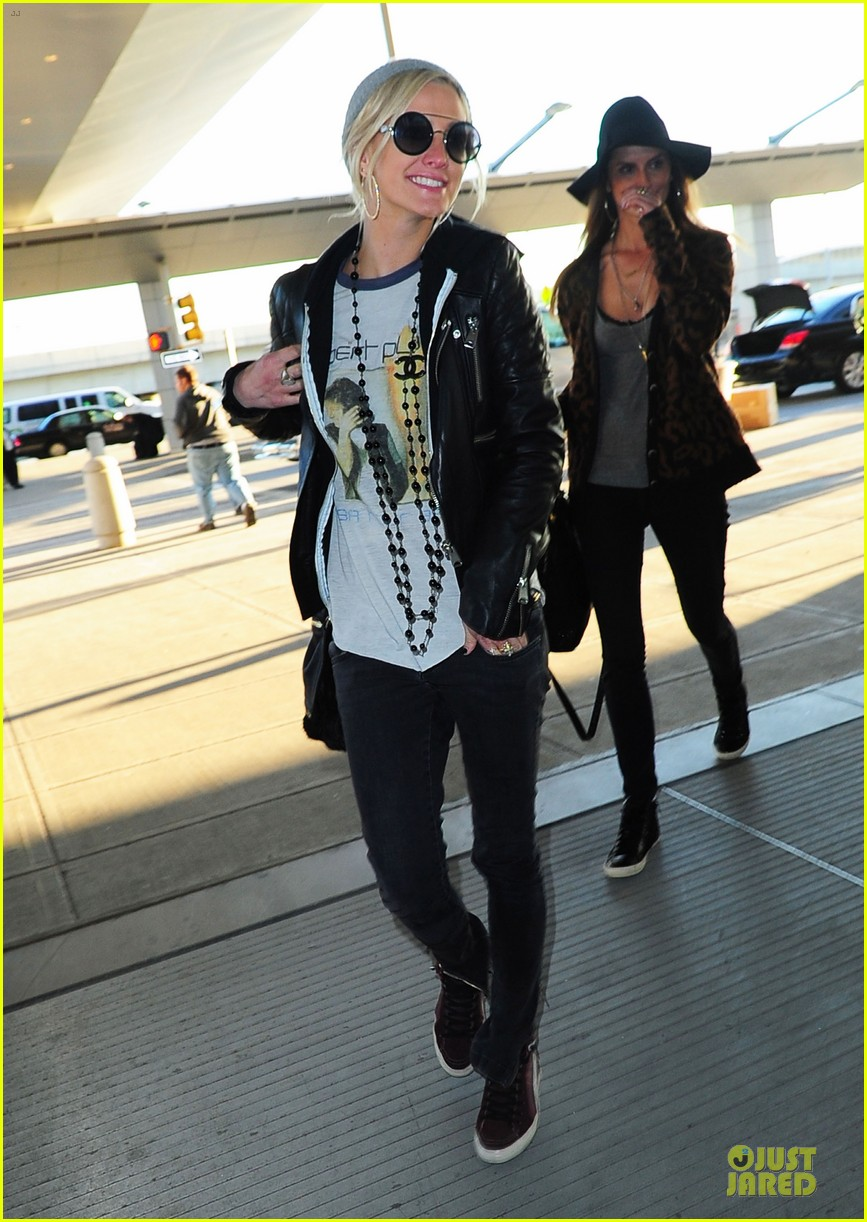 ashlee simpson beanie arrival in los angeles 07