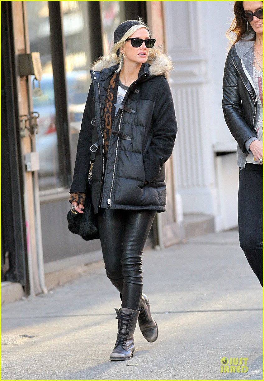 ashlee simpson soho stroll with a gal pal 03