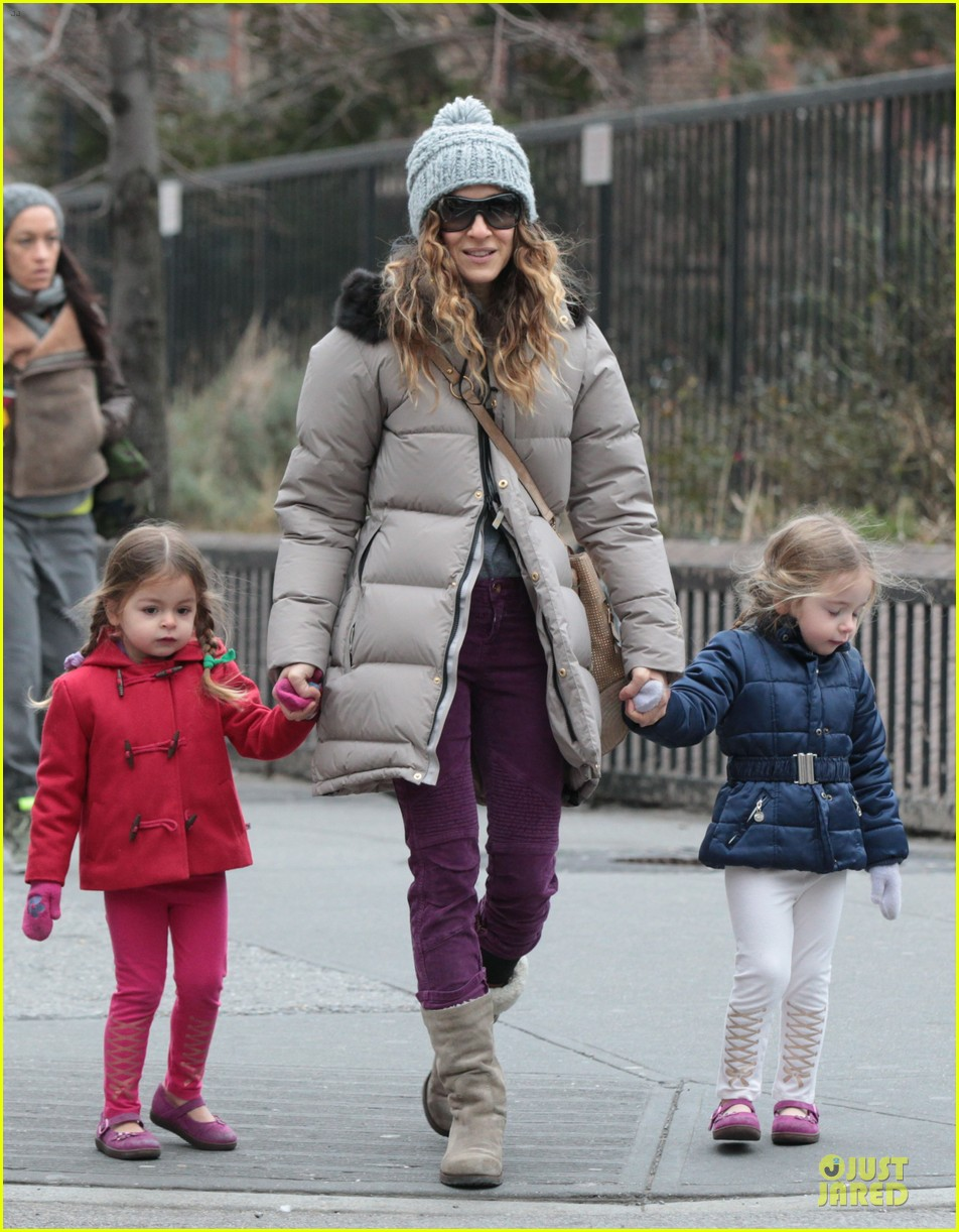 sarah jessica parker bundling school run with the kids 032789369