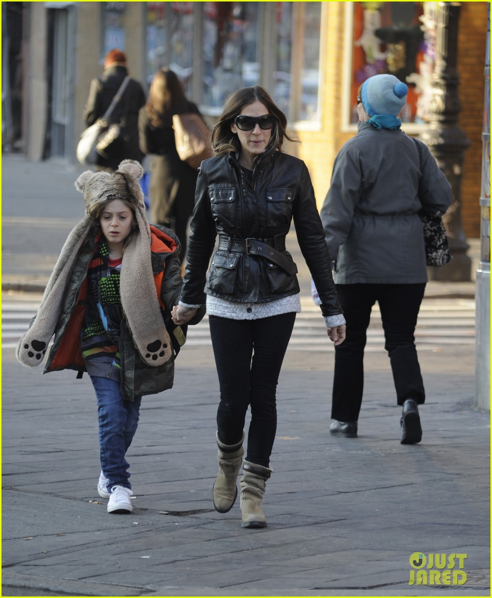 sarah jessica parker twins matching leather jackets 02