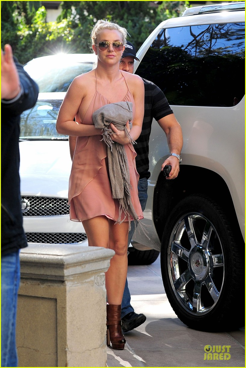 britney spears escorted lunch in los angeles hotel 062794843