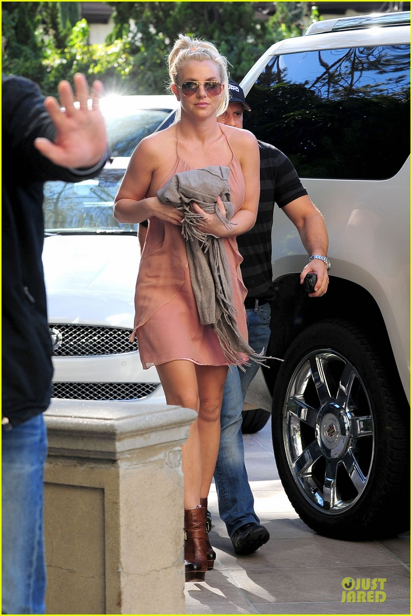 britney spears escorted lunch in los angeles hotel 082794845